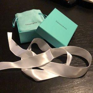Tiffany & Co. collectible 1 box, 1 pouch, ribbon